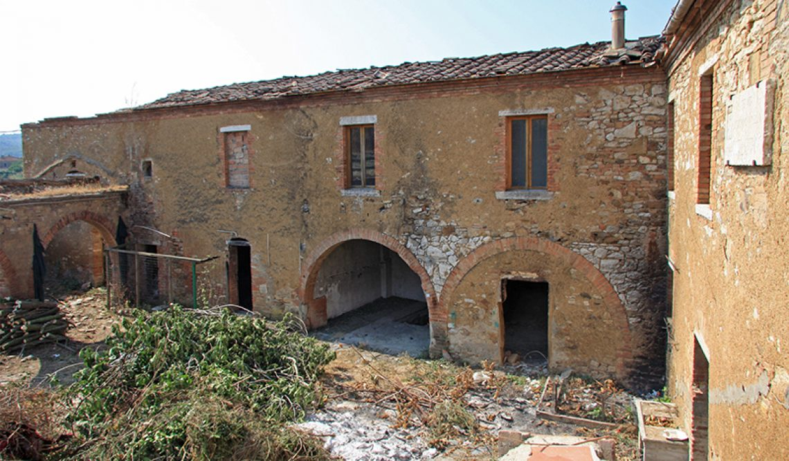 Luxury hamlet for sale in Tuscany.Charming hamlet to Renovate: Great Investment