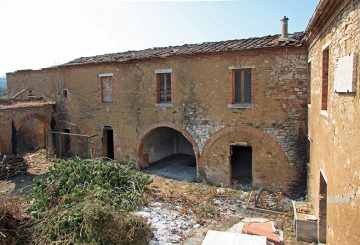 Luxury hamlet for sale in Tuscany. Charming hamlet to Renovate: Great Investment