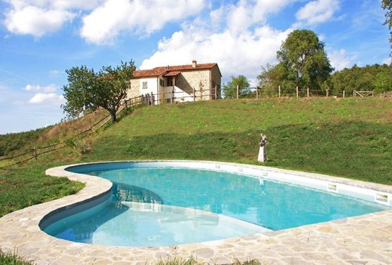 The Great Estate Group sells a beautiful	farmhouse in San Casciano dei Bagni.Interview with Elisa Biglia who oversaw the sale of the farmhouse in Tuscany.