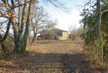 How to sell a farmhouse in Umbria that requires renovation