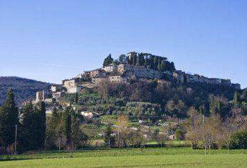 Due americani a Cetona. Acquistare un appartamento in Toscana