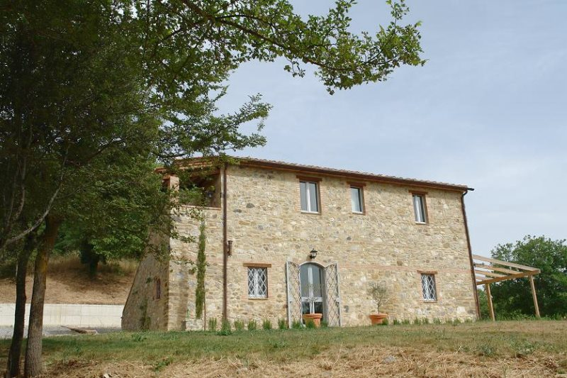 Roberto Biggera and the sale of an amazing Tuscan farmhouse to some Belgian clients