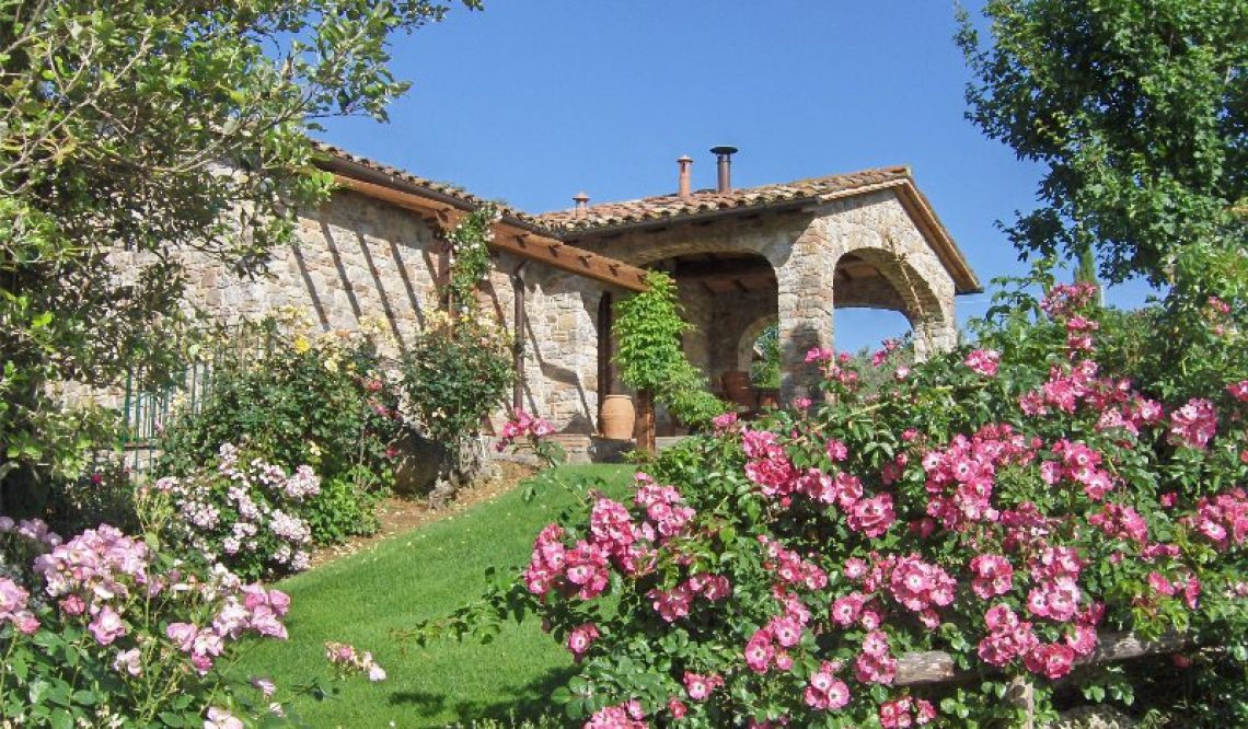 A beautiful farmhouse in Parrano, Terni is sold by the Great Estate