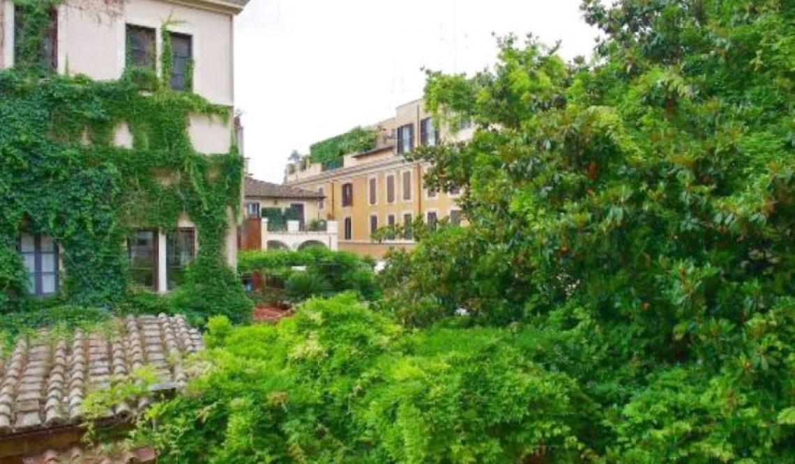 Artist's studio fos sale in Rome.Exclusive apartment in the prestigious Patrizi Nari Palazzo
