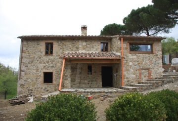 I lavori al casale in Toscana