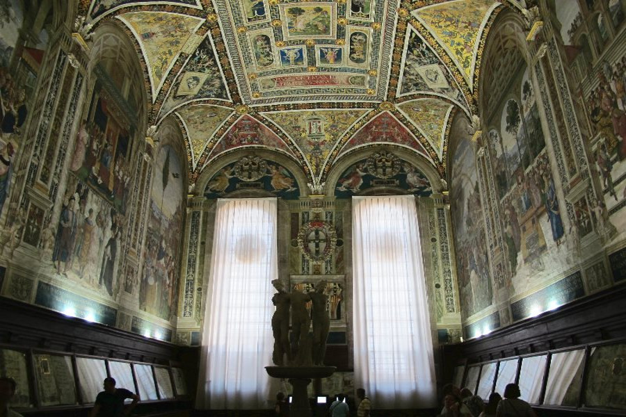 Piccolomini library in Siena. Jewel enclosed in the cathedral