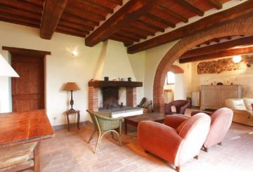 Selling a farmhouse in Paciano	to american clients