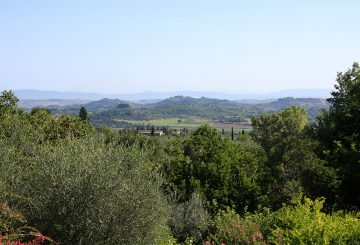 Buying a house in Tuscany.Second homes favored by buyers from all over the world