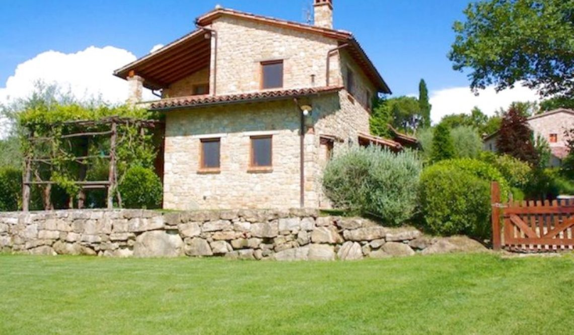 Selling a farmhouse in a restored village in the Todi countryside to Dutch clients