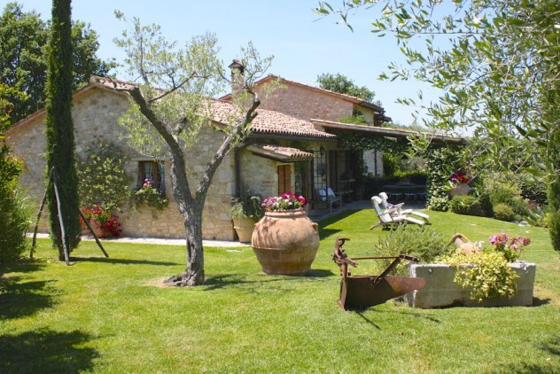 Farmhouse sold in Todi for € 450.000,00 – cpge2265 – August 2015