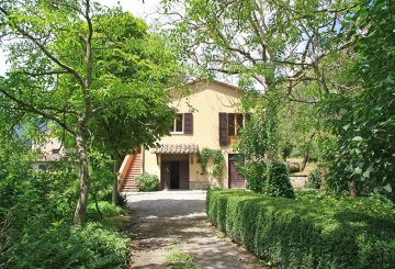 The Great Estate Group seels a charming farmhouse in the Cetona countryside, in the beautiful province of Siena.
