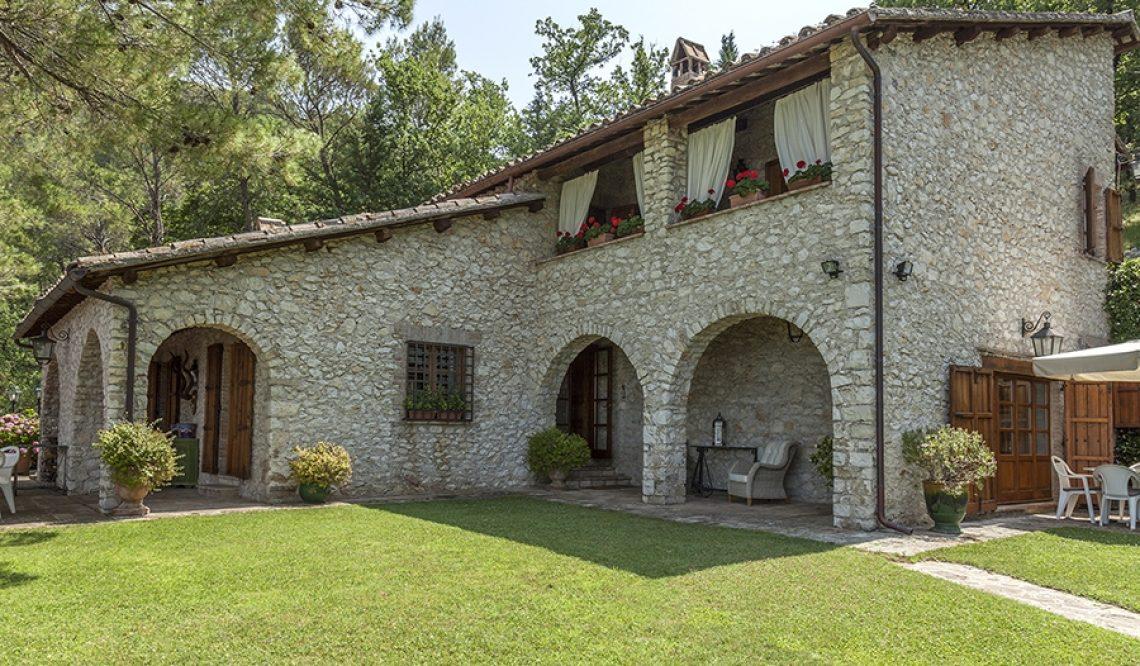 La splendida villa nel Clitunno venduta a clienti internazionali