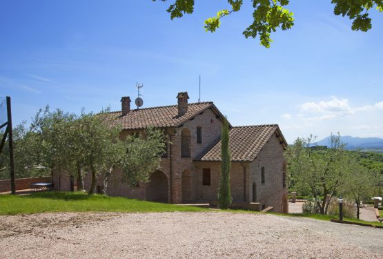 Villa on Lake Trasimeno: Another Sale of Great Estate Network!