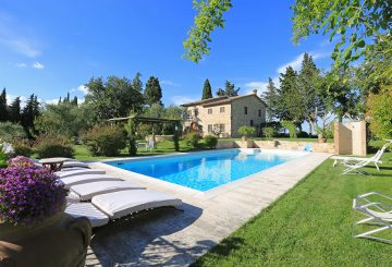 "Exclusive Country House for Sale in Tuscany, near Cetona, with a splendid park: ""Casale delle Rose"""