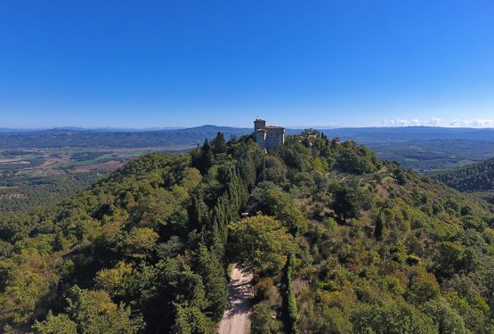 Fighine, the castle and the hamlet: among history and modernity