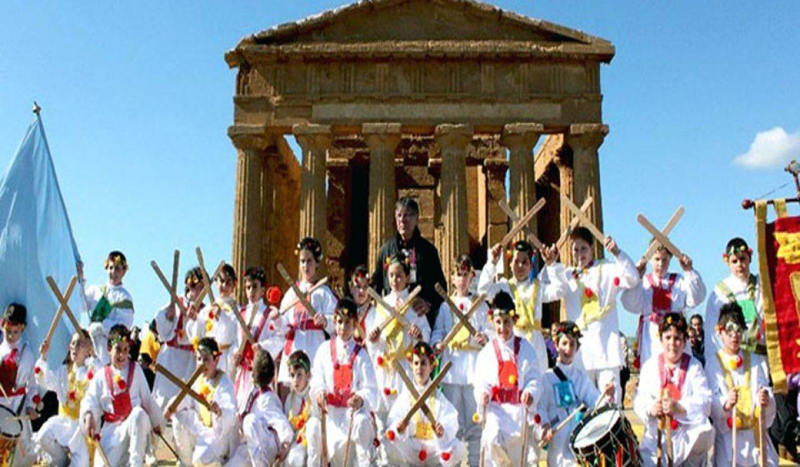 La festa del mandorlo in fiore ad Agrigento in Sicilia