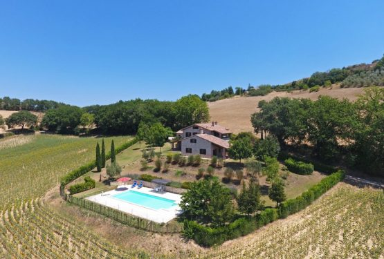 Il Poggio: an amazing Umbrian farmhouse surrounded by the Tevere Valley