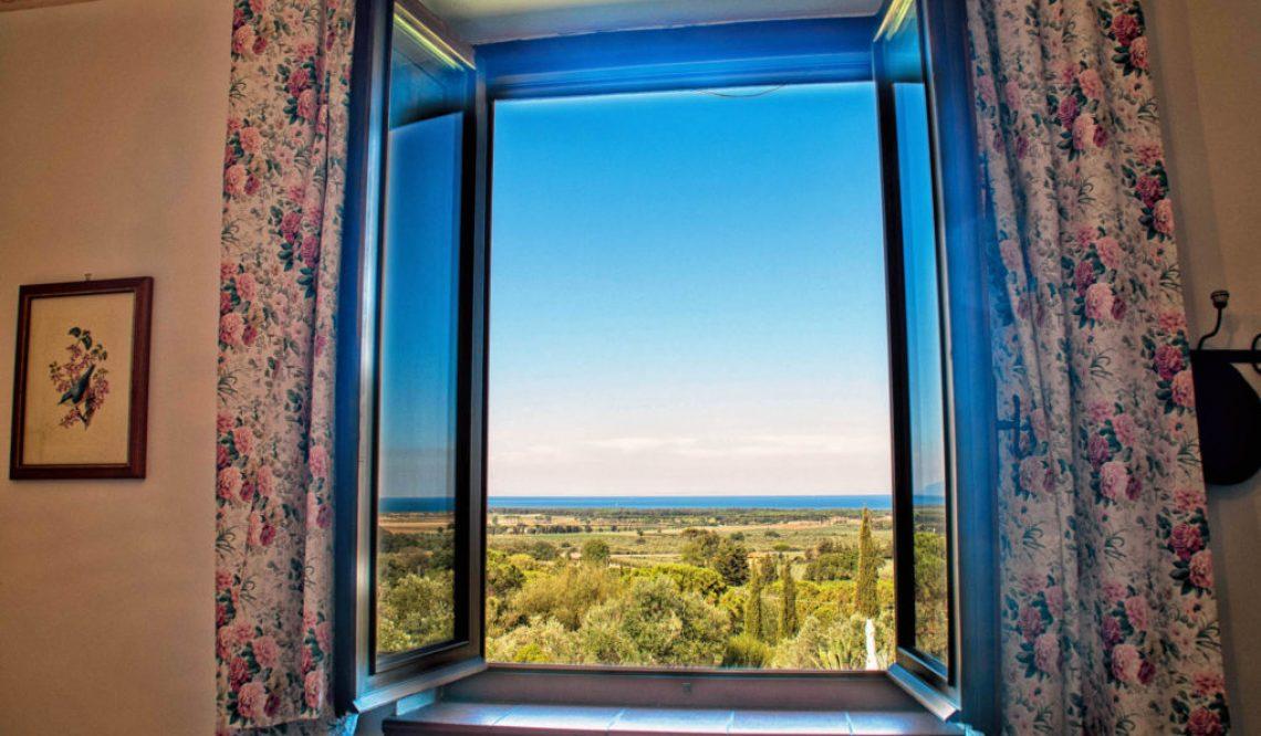 Una finestra spalancata sull'azzurro mare della Toscana: Casale Bellevue