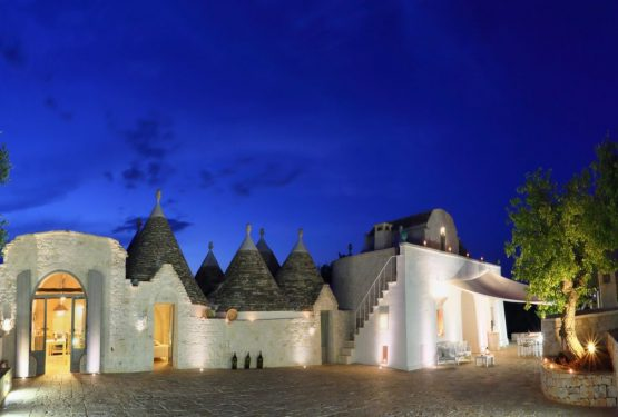 Undici trulli bianchi: in the hearth of Valle d'Itria the tradition becomes charm