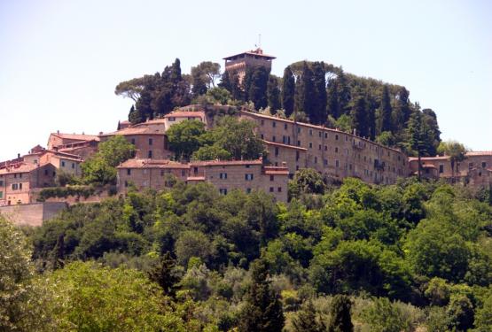 Il Borgo di Cetona: gli Etruschi, il Medioevo e i magnifici casali delle sue campagne