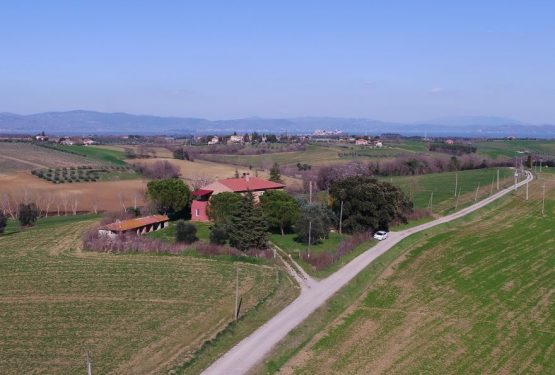 The beauty of the Trasimeno Lake and its landscapes: La Vista Incantata farmhouse