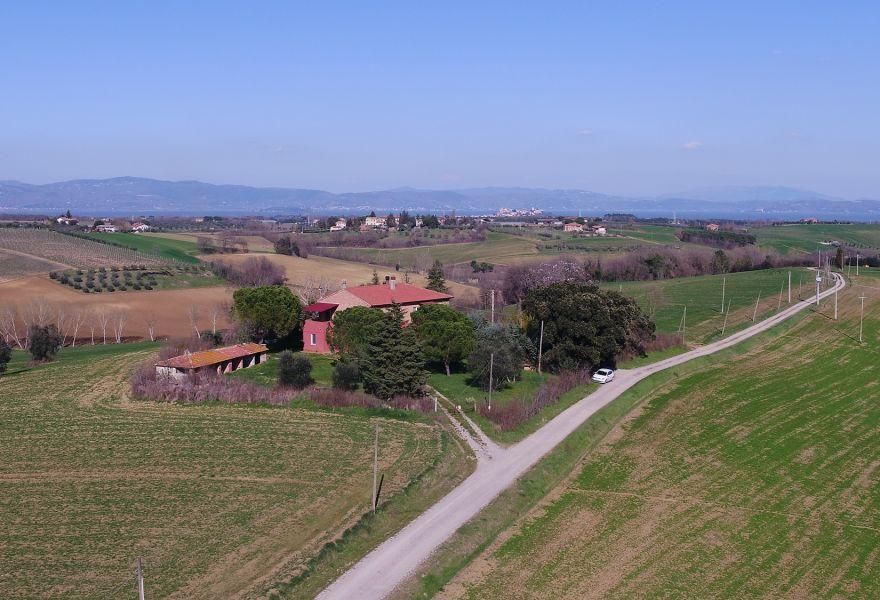 The beauty of the Trasimeno Lake and its landscapes: La Vista Incantata farmhouse