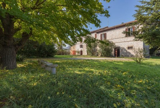 A 19th century house entirely to customize among countryside and seaside: Casale Sant'Antonio in Marche