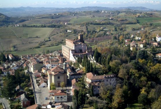 Neogotico e barocco s'incontrano in una dimora senza tempo: il Castello di San Giorgio nel Monferrato