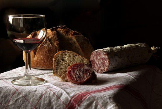 """Forbes e le imperdibili """"wine&food destinations"""": anche Montefalco, Montepulciano, e Montalcino"""