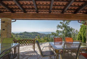 """Surrounded by the hills, this is """"La Terrazza Sul Monferrato"""" farmhouse"""