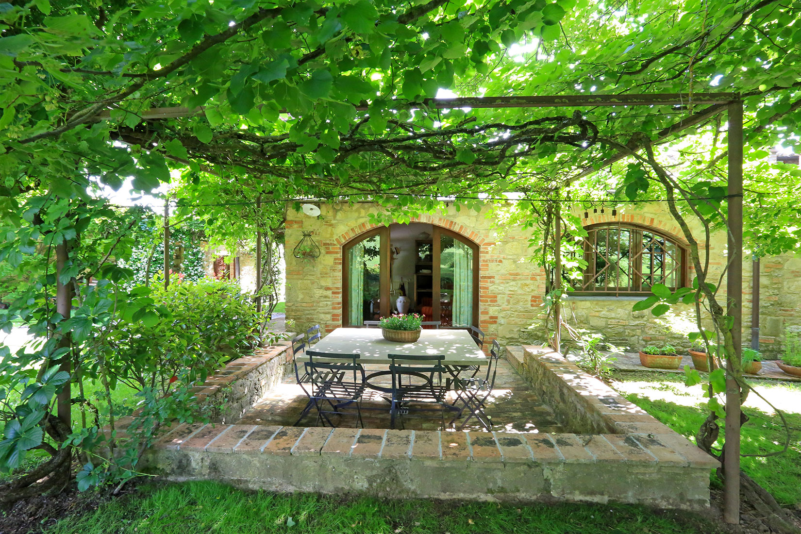 "A shining summer for Great Estate: the sale of ""Il Giardino Segreto"""