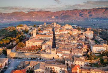 """Античный городок  Монтефалько: искусство, история, вина и… – особняк """"Poggio Felice""""."""