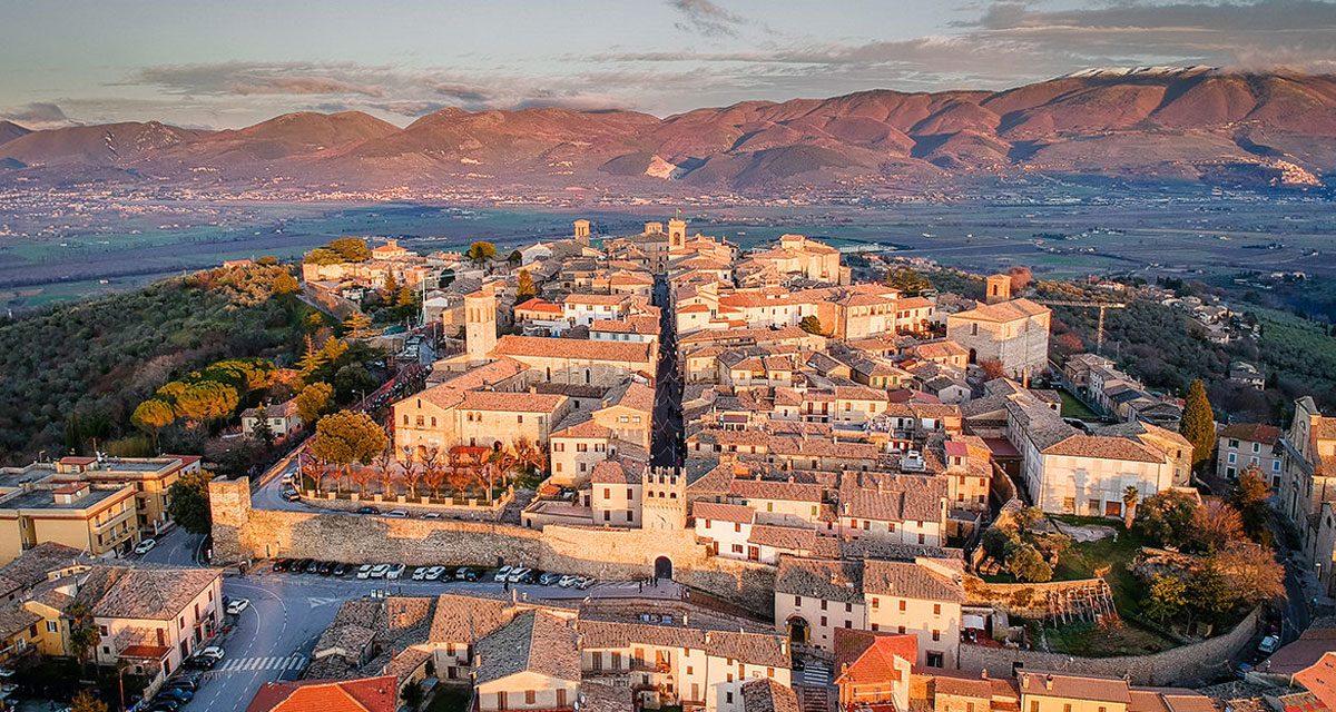 """Montefalco: art, history, wines and… our """"Poggio Felice"""" farmhouse"""