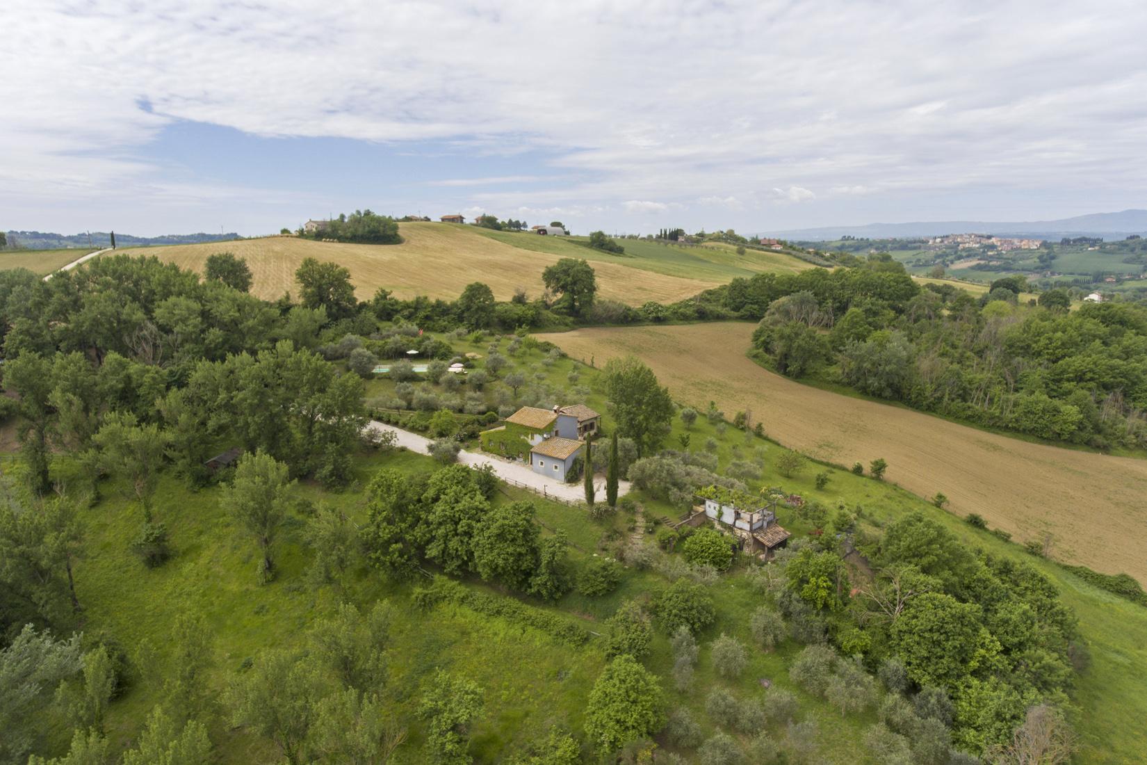Questa immagine ha l'attributo alt vuoto; il nome del file è vendesi-rustico-casale-in-umbria-terni-otricoli-15579192229604.jpg