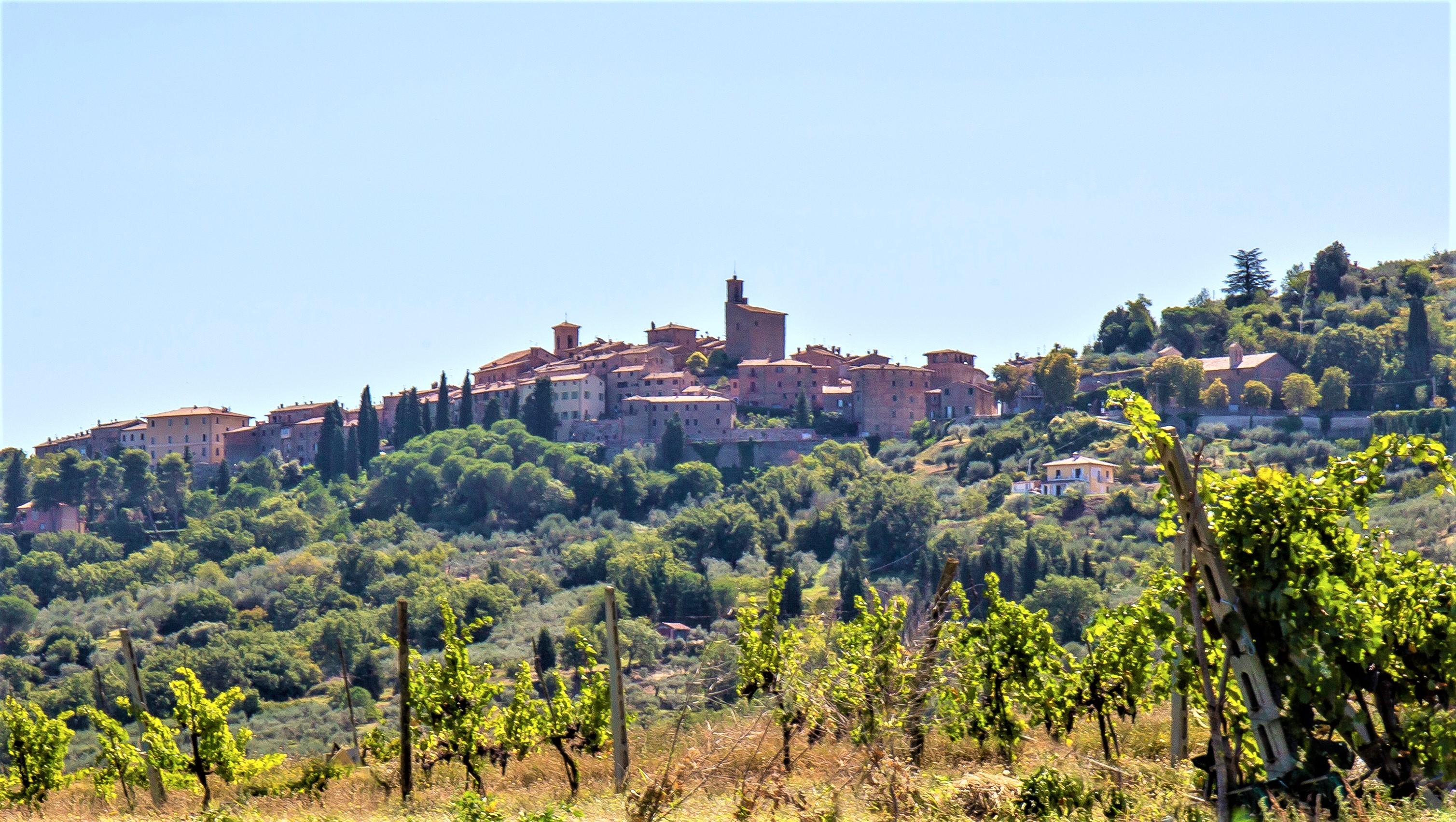 Panicale: storia, arte e cultura di un antico castello affacciato sul Trasimeno