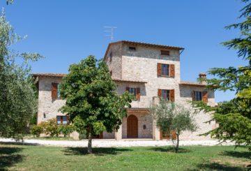 Casale Morolla: la genuinità dello stile umbro tra Todi e Assisi
