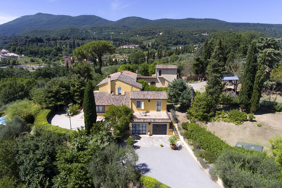 Questa immagine ha l'attributo alt vuoto; il nome del file è vendesi-villa-di-prestigio-in-toscana-siena-cetona-14825103479787.jpg