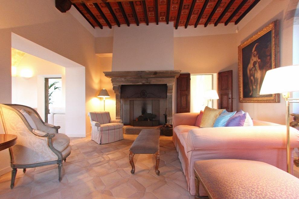 Questa immagine ha l'attributo alt vuoto; il nome del file è vendesi-villa-di-prestigio-in-umbria-terni-porano-14917347228436.jpg