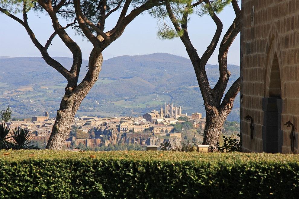 Questa immagine ha l'attributo alt vuoto; il nome del file è vendesi-villa-di-prestigio-in-umbria-terni-porano-14917345666587.jpg