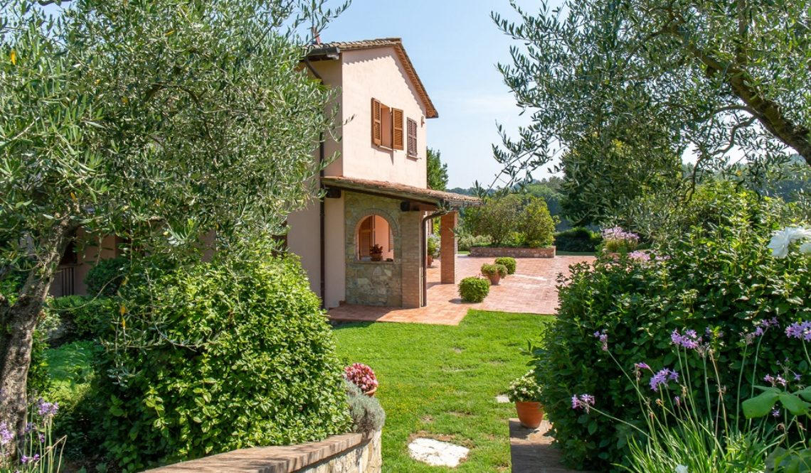 "Nicolò Cordone and the sale of ""Villa Rosa"" in Tuscany"