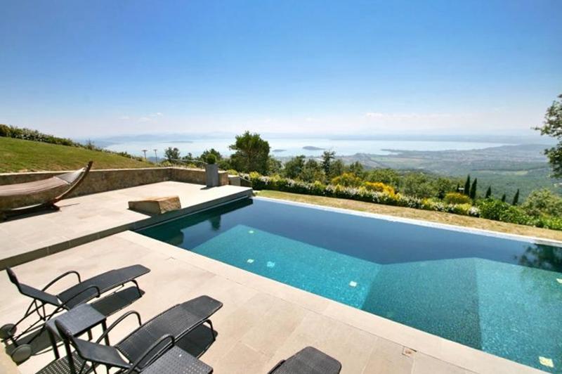 Questa immagine ha l'attributo alt vuoto; il nome del file è vendesi-villa-di-prestigio-in-umbria-perugia-lisciano-niccone-14909738152539-2.jpg