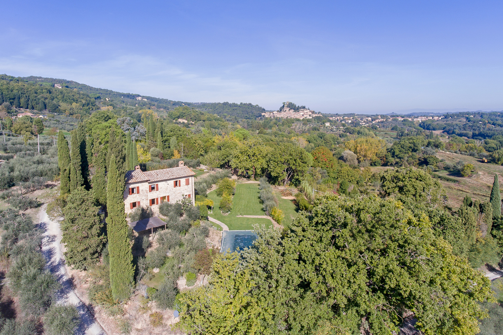 Questa immagine ha l'attributo alt vuoto; il nome del file è vendesi-rustico-casale-in-toscana-siena-cetona-15734654485387.jpg