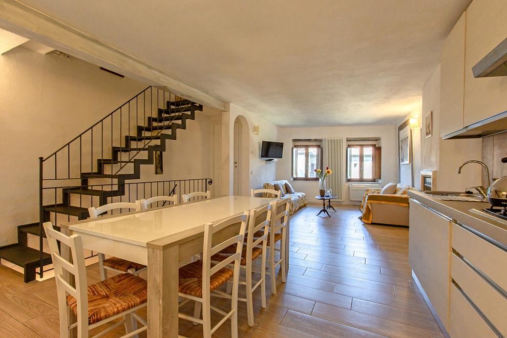 Questa immagine ha l'attributo alt vuoto; il nome del file è vendesi-appartamento-in-centro-storico-in-toscana-arezzo-cortona-15946376296123.jpg