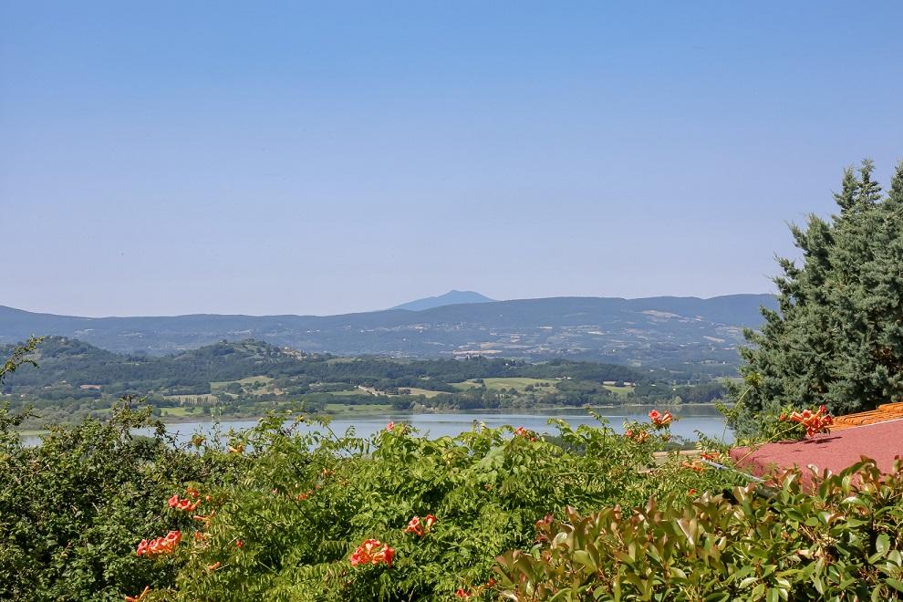 Questa immagine ha l'attributo alt vuoto; il nome del file è vendesi-villa-plurifamiliare-in-umbria-perugia-castiglione-del-lago-15937702098558.jpg