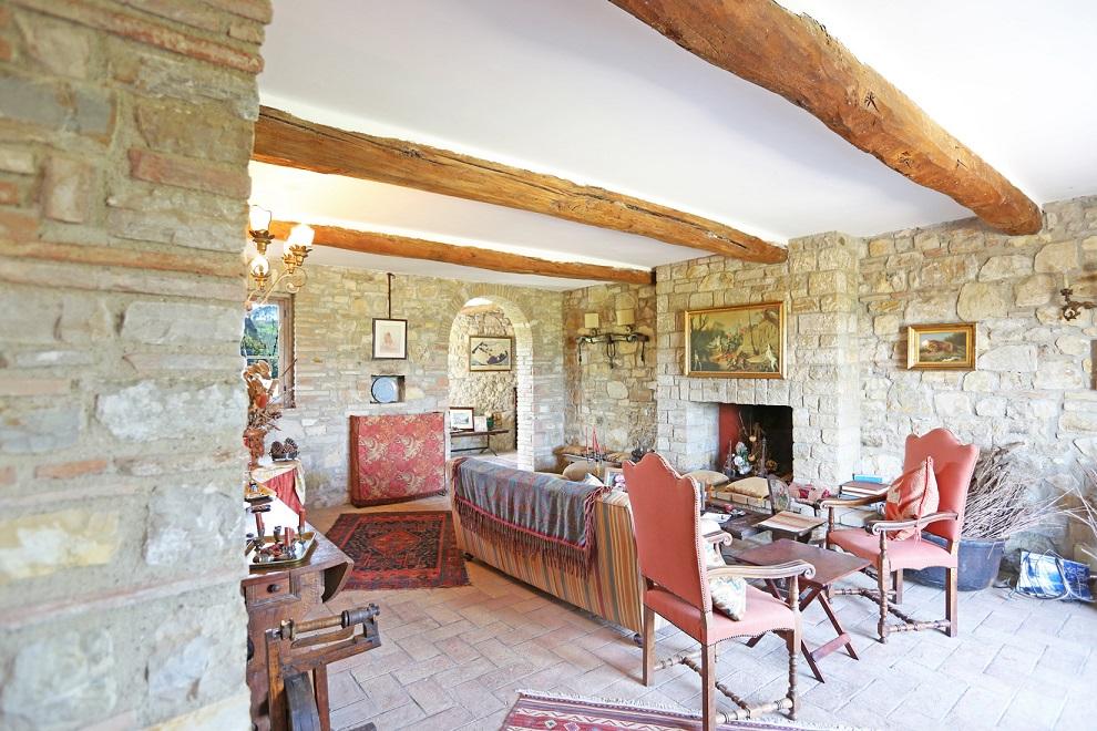 vendita great estate, umbria, la vista su todi e montecastello