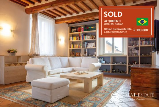 """The sale of """"Charming Apartment"""": a truly exciting experience!"""